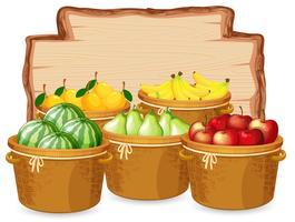 Många frukter på träbräda