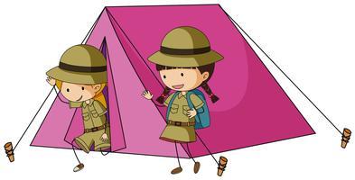 Två barn i rosa tält