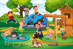 Menschen auf dem Spielplatz