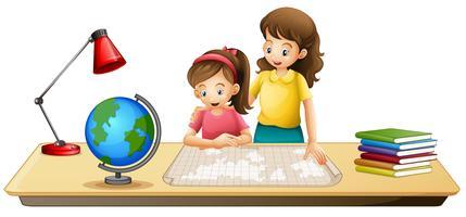 Mädchen, das Karte auf Tabelle schaut vektor