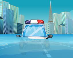 Ein Polizeiauto unter der Flut