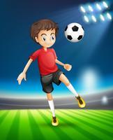 Fotboll spelar sparkar boll
