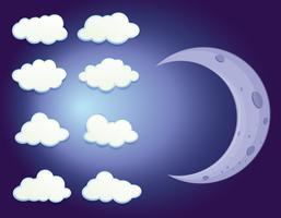 En himmel med moln och en måne