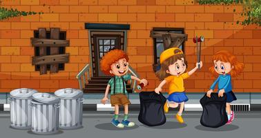 Barn samlar skräp i staden