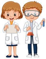 Pojke och tjej i vetenskapsklänning