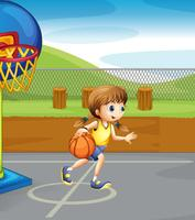 Mädchen, das im Gericht Basketball spielt