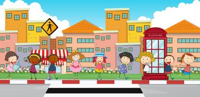 Lyckliga barn som står på trottoaren vektor