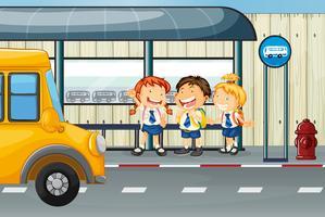 Tre studenter väntar på buss vid busshållplatsen vektor