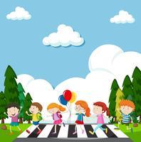 Många barn som korsar gatan vektor