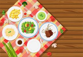 Hintergrundschablone mit Lebensmittel auf Tischdecke