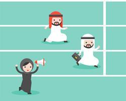 Die arabische Geschäftsfrau, die Megaphon hält, jubeln herauf arabischen Geschäftsmann zwei zu