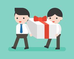 Två affärsman som bär stor presentförpackning, affärssituation