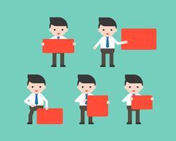 Affärsmän som håller rött tomt tecken i olika poserar