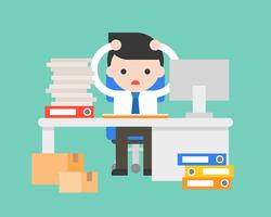 Geschäftsmannstress am Arbeitsplatz mit Stapel des Dokuments und des Schreibtisches