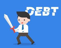 Geschäftsmann schnitt Schuldalphabet mit Klinge, Kostensenkungskonzept