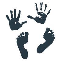 Avtryck av barn s palmer och fötter.