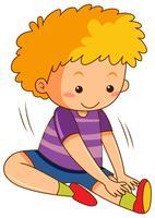 En pojke sträckande övningar