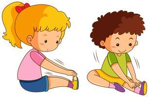 Pojke och flicka övning på vit bakgrund