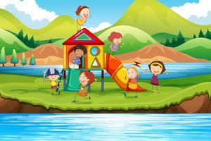 Kinder, die Dia im Park spielen vektor