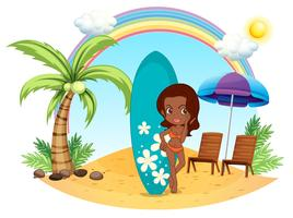 Ein Mädchen am Strand mit ihrem blauen Surfbrett