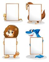 Fyra djur med tomma whiteboards