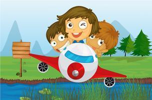 Glückliche Kinder, die in einem Flugzeug fahren