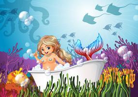 Eine Badewanne unter dem Meer mit einer Meerjungfrau