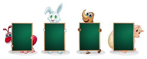 Fyra olika sorters djur med tomma brädor