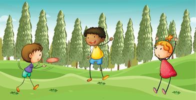 Kinder spielen fliegenden Teller
