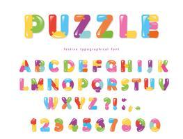 Pussel font. ABC färgglada kreativa bokstäver och siffror.