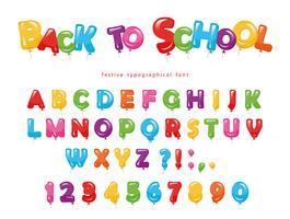 Tillbaka till skolan. Ballong färgstark typsnitt för barn. Roliga ABC bokstäver och siffror. För födelsedagsfest, baby shower. Isolerat på vitt.