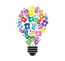 bunter handprint in der Glühlampenform, Symbol des denkenden Konzeptes vektor