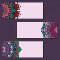 Samling av färgglada mandala banderoller på violett bakgrund
