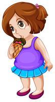 En knubbig tjej som äter glass