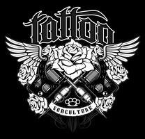 Tattoo-Design. Hemdgraphik mit alte Schultätowierungsmaschinen, -rosen und -flügeln
