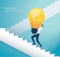 Kaufmann carring Glühbirne Treppensteigen zum Erfolg