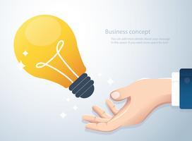Hand, die Glühlampe, Konzept des kreativen denkenden Hintergrundes hält vektor
