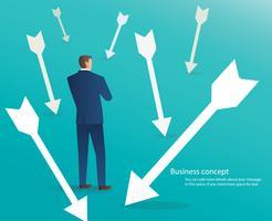 Geschäftsmann, der mit Pfeilen um ihn, Geschäftskonzepthintergrund steht vektor