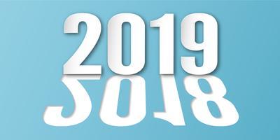 Dekoration des guten Rutsch ins Neue Jahr 2019 auf blauem Hintergrund. Vektorillustration mit Kalligraphiedesign der Zahl im Papierschnitt und im digitalen Handwerk. Das Konzept zeigt, dass es sich im Laufe des Jahres verändert hat. vektor