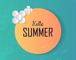 Hej sommartekst på stor sol och dekorerade papperskonstblommor på djupblå havsbakgrund. Vektor illustration. Semester och strand koncept. Naturtema