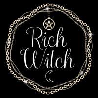Rich Witch. Kort eller t-shirt designkoncept. Kedjestativ med pentagram hänge, text. Vektor illustration.