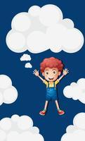 Glad pojke i den blå himmelbakgrunden