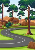 Kurvväg i skogen