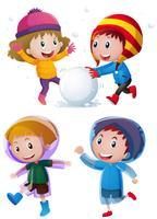 Barn leker med snö på vintern