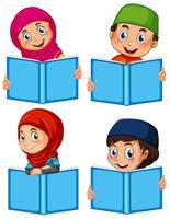 Eine Reihe von Muslimen mit Buch