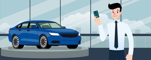 Glad affärsman, säljare står och innehar kreditkort framför lyxbil som parkerar i stort showroom i staden.