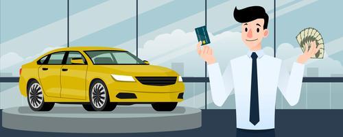 Glad affärsman, säljare står och håller ett kreditkort och pengar framför lyxbil som parkerar i stort showroom i staden.