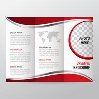 Rote dreifachgefaltete Broschüre, Geschäftsbroschürenschablone, Tendenzbroschüre.