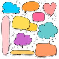 Handdragen bubblor. Doodle Style Comic Balloon, Cloud, Heart Shaped Design Elements. vektor