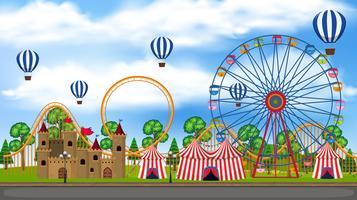 En panoramautsikt över temaparken